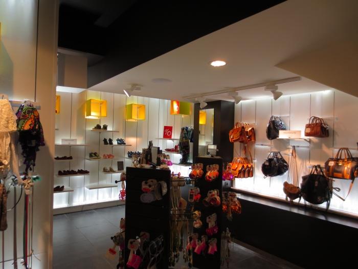 Agencement commerces am nagement boutique de v tements - Bureau de change boulevard des capucines ...
